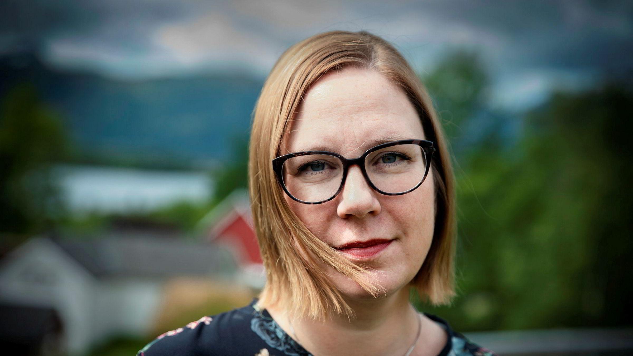 Audhild Gregoriusdotter Rotevatn må vente en måned ekstra før hun kan gå  tilbake til jobben som dekan ved Høgskulen i Volda.