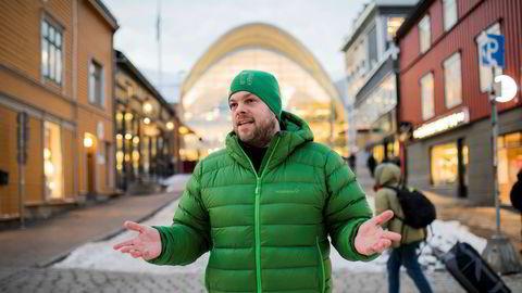 Reiselivssjef Chris Hudson i Tromsø gleder seg over eventyrlig inntjening for hotellene, men er samtidig bekymret for konsekvensene av det skyhøye prisnivået.
