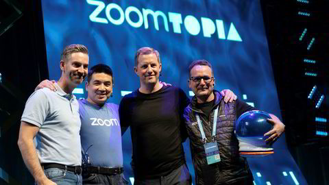 Alle de fire som lanserte vdeokonferanseselskapet Neat i Silicon Valley i fjor, har bakgrunn fra Cisco: F.v. Simen Teigre, daglig leder i Neat, Zoom-sjef og Neat-aksjonær Eric Yuan, storeier og styremedlem i Neat, Odd Johnny Winge og Zooms produktsjef Oded Gal.