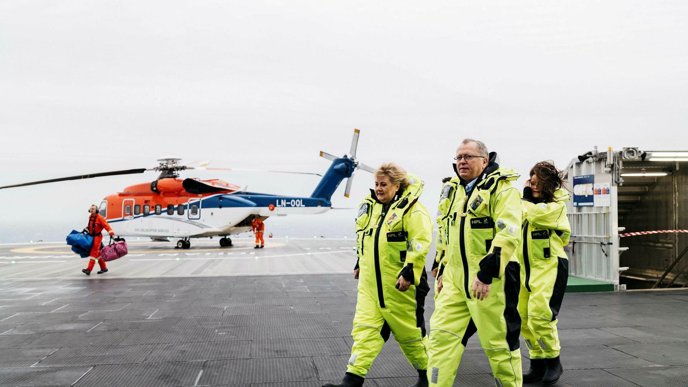 Det er ikke vanskelig å forstå at Equinor ønsker å utvikle Johan Sverdrup-feltet. Men hvorfor skal selskapet bore etter olje i urørte områder utenfor Australia? Her er statsminister Erna Solberg og Equinor-sjef Eldar Sætre ved Johan Sverdrup-åpningen i januar.
