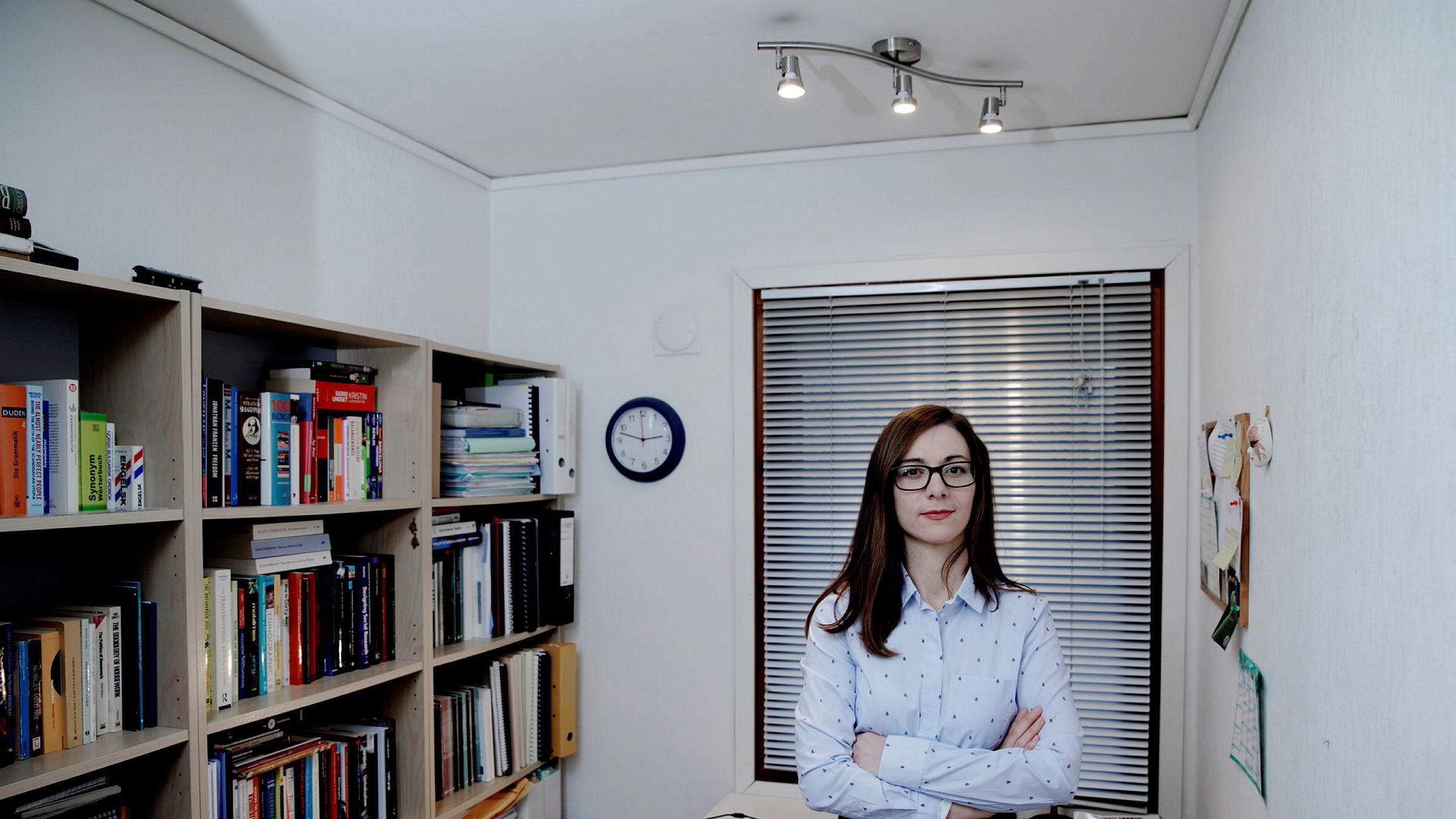 – Man kjøper mor fri fra å gjøre husarbeidet, men hus og hjem er like fullt kvinnens ansvar, sier Mariya Bikova ved Universitetet i Bergen som har skrevet master og doktorgradsoppgave om au pair-ordningen.