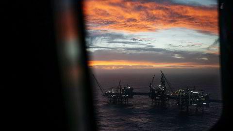 Det Equinor-opererte gigantfeltet Johan Sverdrup anslås å bidra med 150.000 årsverk i utbyggingsperioden mellom 2015–2025. I første fase av utbyggingen ble mer enn 70 prosent av kontraktene tildelt leverandører i Norge.