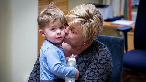 Siv Jensen er tilbake på Stortinget. Denne uken har hun vært mye barnevakt for nevøen Eik (2).