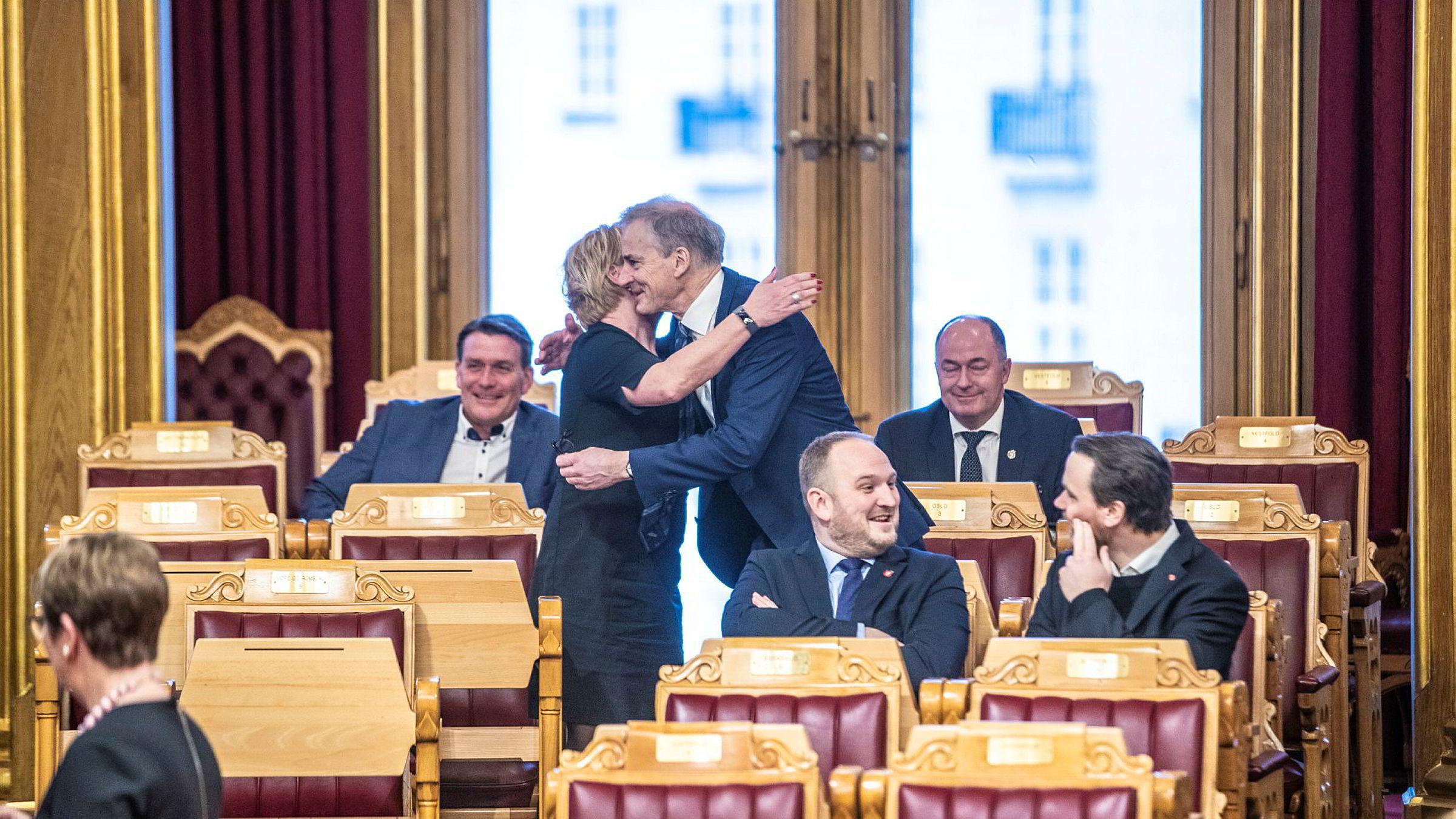 Frp-leder Siv Jensen og Ap-leder Jonas Gahr Støre er Stortingets nye antikabelkamerater.