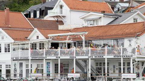 Fra båtlivet på bryggen ved Stopp En Halv pub & Restaurant langs Blindtarmen i Kragerø. Noen av pengene nordmenn skulle brukt i utlandet, ble muligens lagt igjen her.
