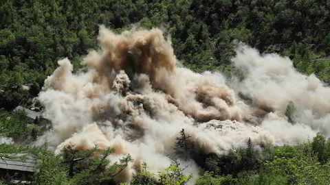 Bildet som er tatt 24. mai viser det som ifølge Nord-Korea er ødeleggelse av et testanlegg for atomvåpen. Ødeleggelsen skulle være en gest overfor Donald Trump før toppmøtet mellom de to landene.