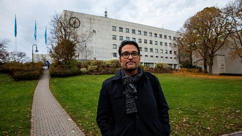 Obos-sjef Daniel Kjørberg Siraj vil ta imot gamle boliger i innbytte mot nye. Her er han utenfor NRK-bygget som Obos la inn bud på i fjor høst.