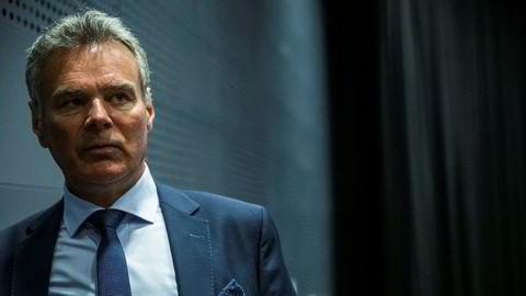 Flyanalytiker Hans Jørgen Elnæs tror flyselskapene kan overleve koronafrykten, tross kansellerte reiser i hopetall.