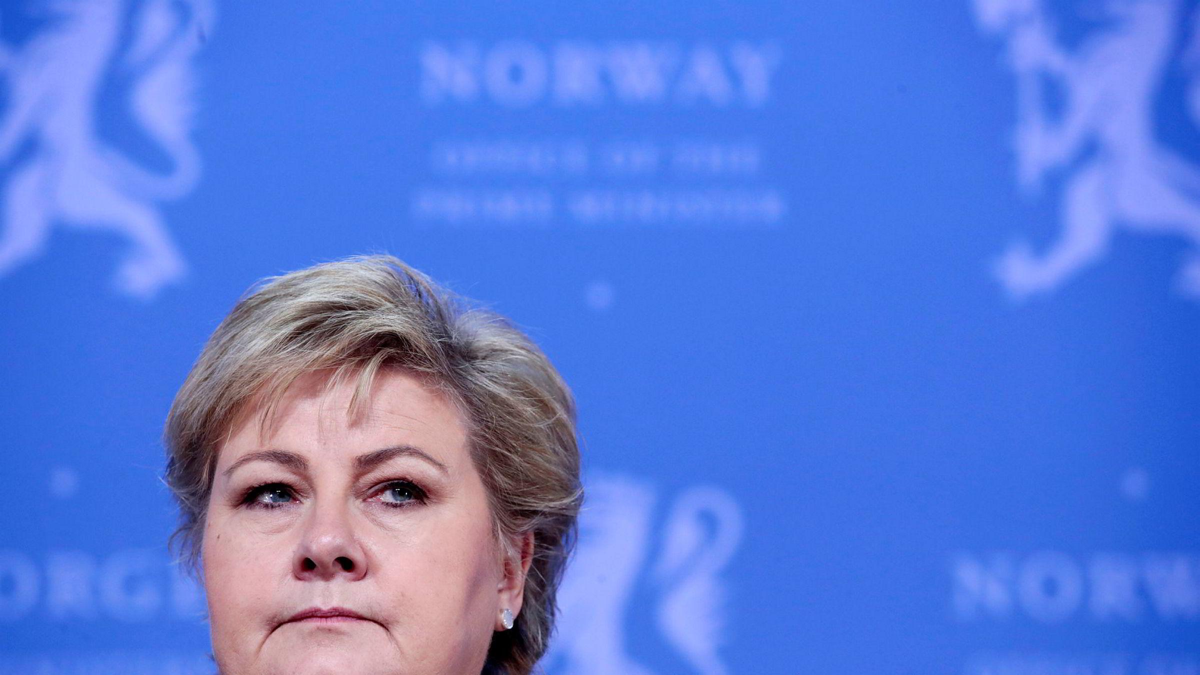 Statsminister Erna Solberg (H) la lørdag kveld frem ytterligere tiltak mot koronaviruset.