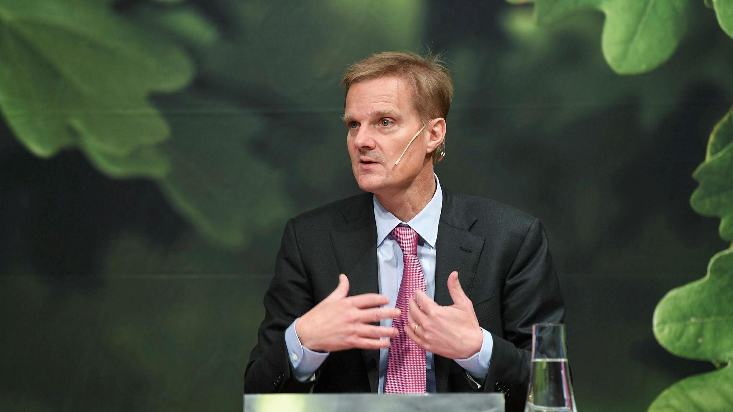 Jens Henriksson kom inn som ny toppsjef tidlig i høst for å rydde opp i banken. Her fra resultatfremleggelsen i Stockholm forrige uke.