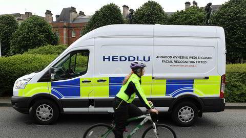 Siden 2017 har det walisiske politiet i blant annet Cardiff benyttet seg av ansiktsgjenkjenning mot kriminalitet. I forbindelse med Champions League-finalen i byen sommeren 2017 kjørte politiet rundt i byen med kamera og skannet publikum.