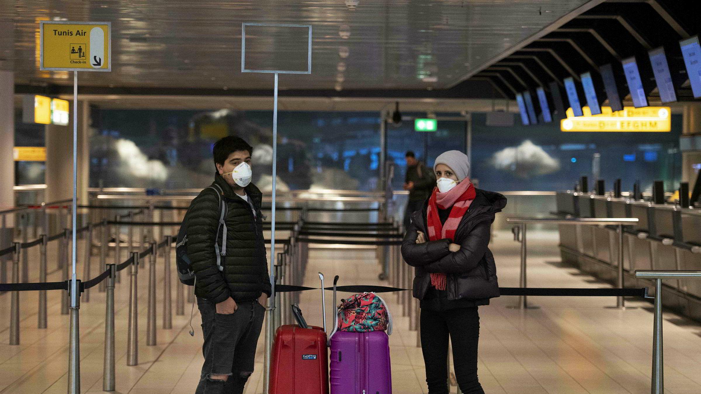 Flytrafikken på Schiphol i Nederland er redusert til et minimum. Det er ingen vestlige land som vil akseptere en risiko for krigslignende dødstall, økonomisk ruin og måneder av isolasjon igjen, skriver artikkelforfatteren.