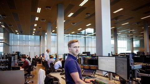 Ole André Kjennerud, kredittstrateg i DNB Markets, er overrasket over at det ikke har vært større innløsinger i norske rentefond. – Jeg blir overrasket om det ikke kommer, sier han.