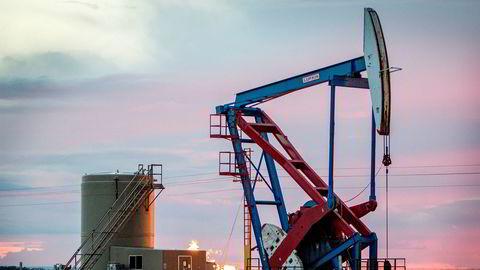 En nikkepumpe i utkanten av Williston i USA. Flere oljeprodusenter i landet sliter som følge av den lave oljeprisen.
