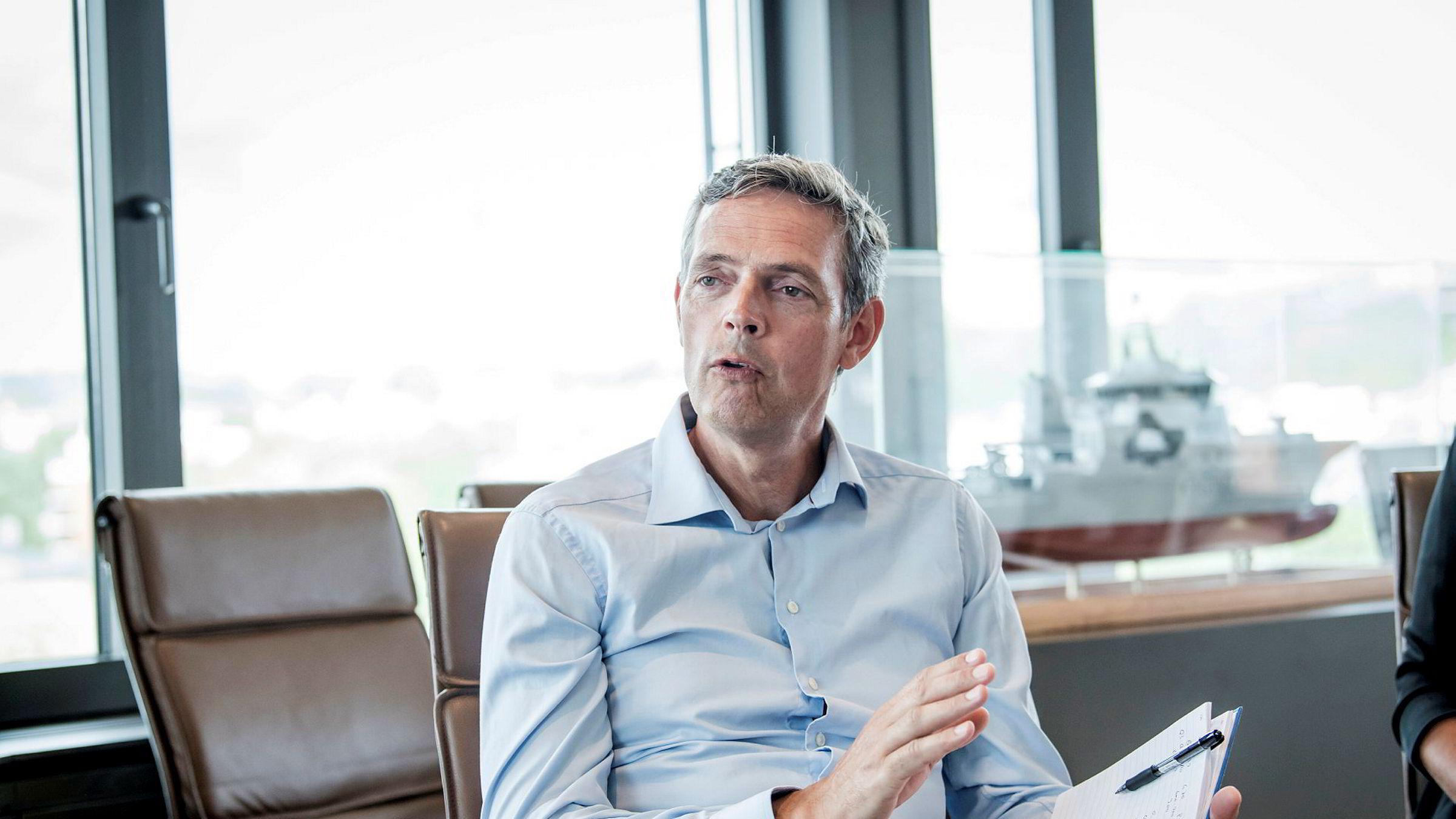 Råvareanalytiker Bjarne Schieldrop i SEB mener bunnpunktene i oljeprisen fra i fjor høst kan brytes.