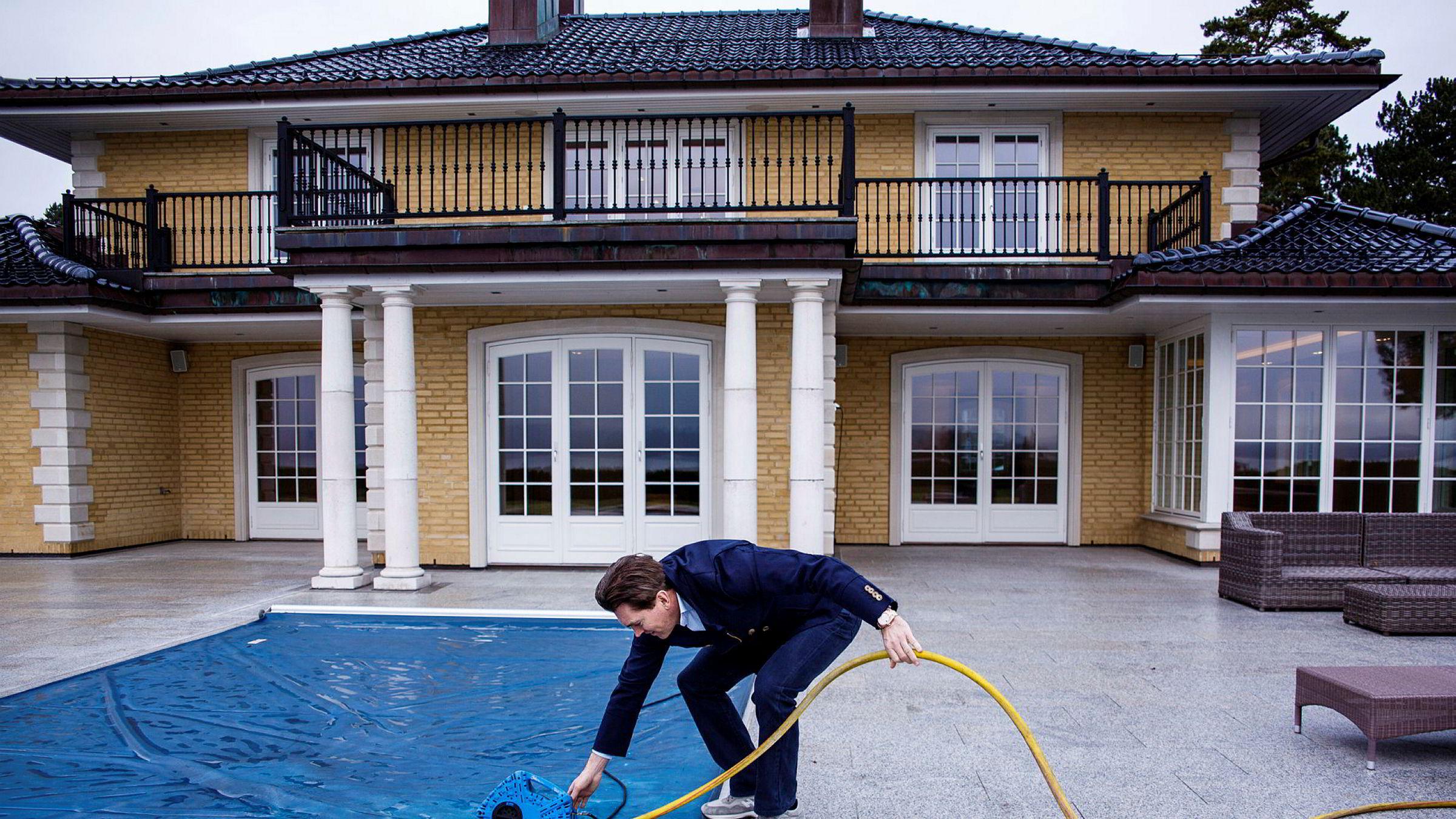 Investor Arne Fredly (på bildet) solgte selv sin egen villa for 86 millioner kroner til ekteparet Finn Ørjan Sæle og kona Hilde Rismyhr Sæle. «Grei handel for meg og en god handel for kjøper», ifølge Fredly.