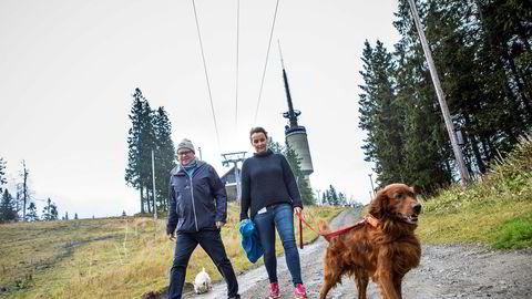 Espen Bengston i Oslo Vinterpark på Tryvann investerer nye 26 millioner i snøkanoner foran vinteren. Camilla Sylling Clausen, generalsekretær i Alpinanleggenes Landsforening, gleder seg over investeringsiveren i bakkene.