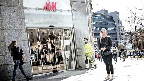 Lena Hansteensen (til høyre) handler på H&M, men er mer trofast mot kleskjeden Zara. – I tillegg handler jeg mye på nett, sier hun.
