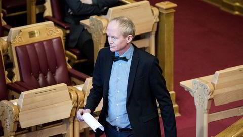 Lars Haltbrekken (SV) mener energi- og miljøkomiteen bør åpne høringen om Equinor.