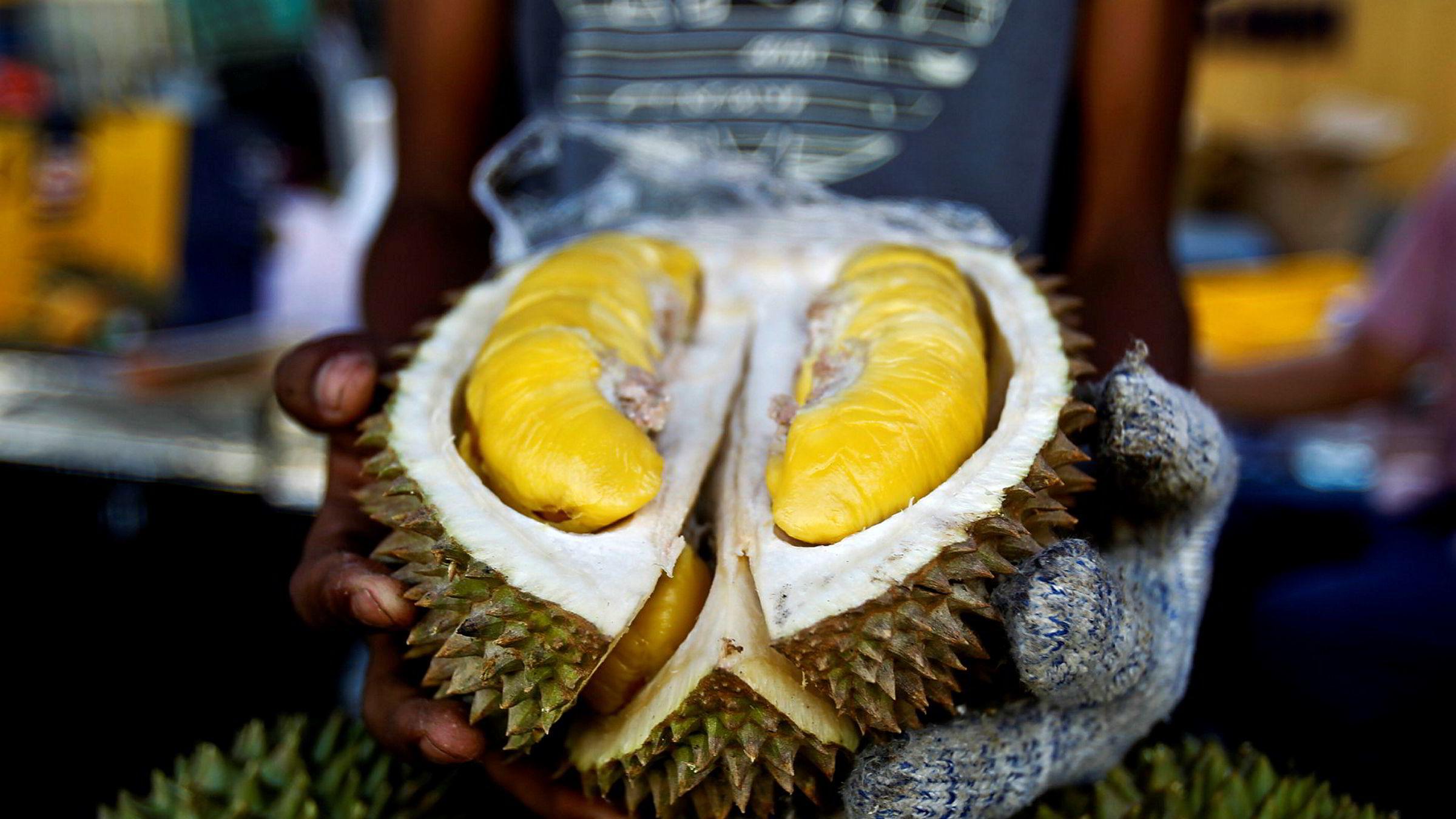 Den kinesiske middelklassen har fått sans for den sørøstasiatiske frukten durian. Den thailandske eksporten av durian til Kina økte med 700 prosent i april.
