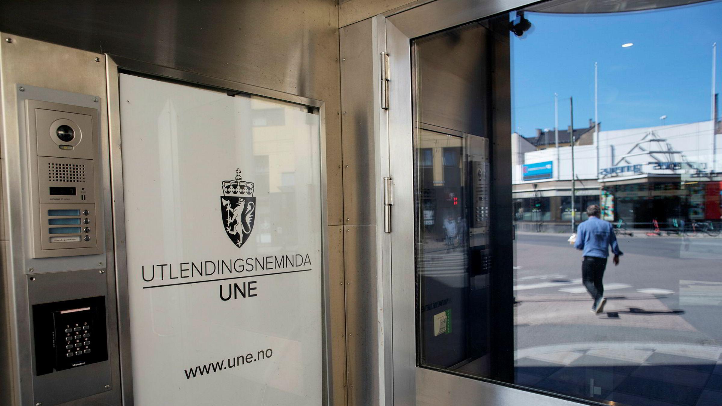 Utlendingsnemnda (UNE) fatter de fleste vedtak om proformaekteskap bak lukkede dører.
