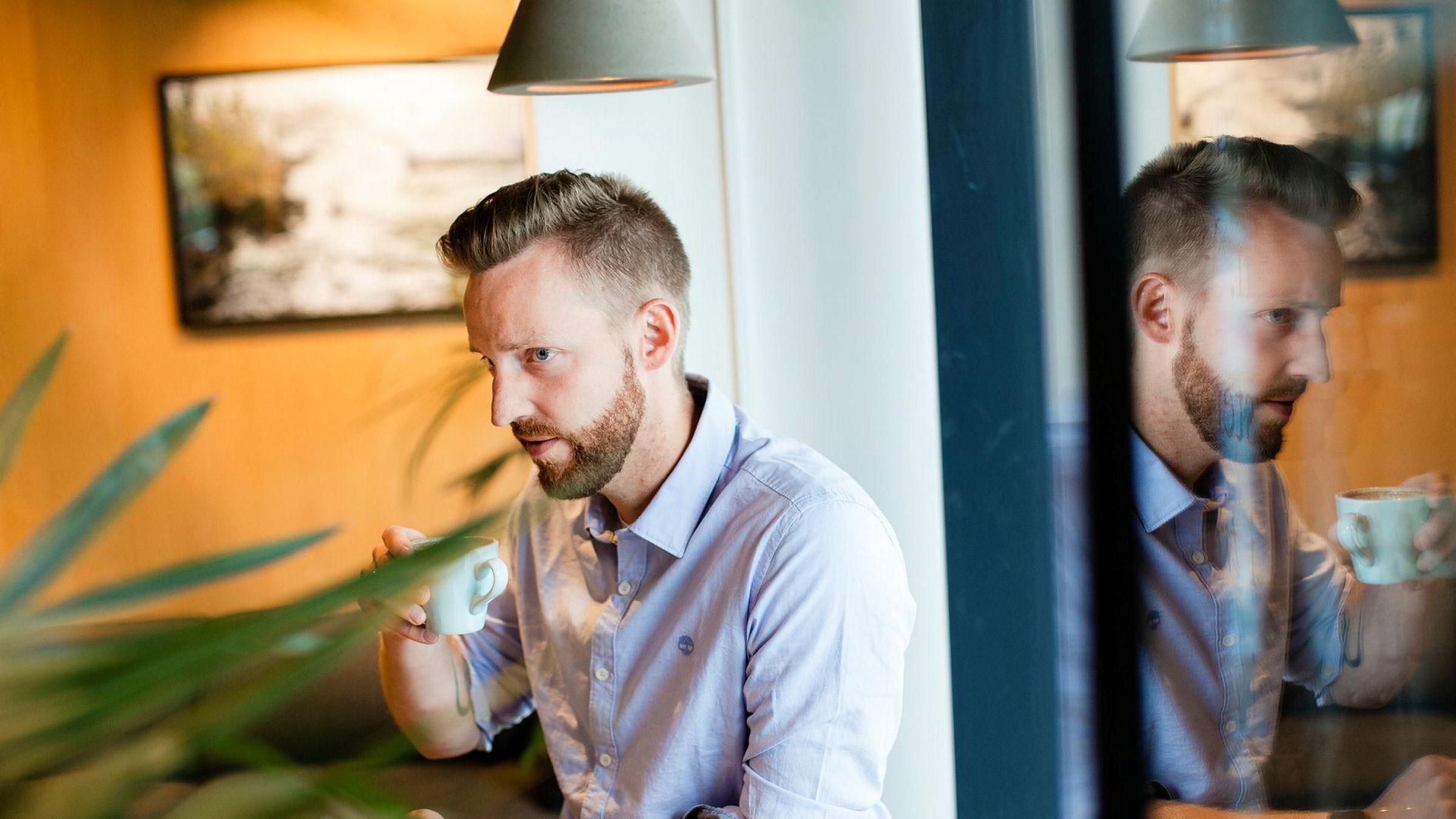 – Det å rydde såpass godt at vi nå ser et lite overskudd bare måneder etter, er jeg stolt og lettet over, sier daglig leder Joakim Strand i Norð. Han har klart å stabilisere selskapet etter å ha gått på en smell på kaffebarer.