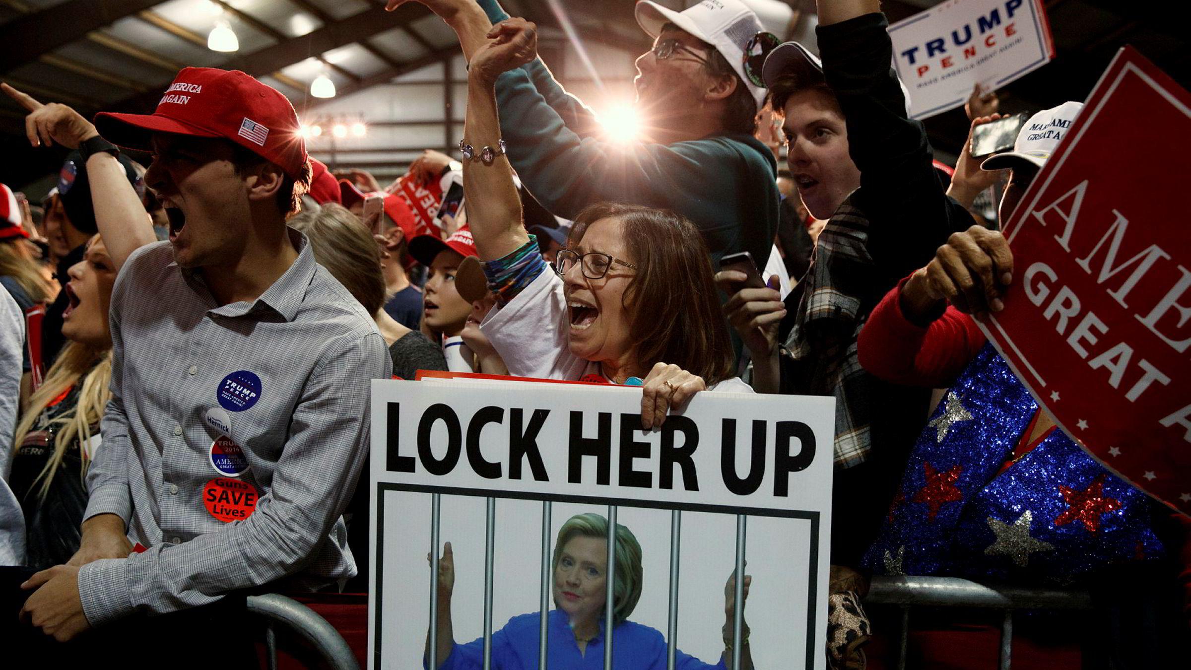 «Lock her up» ropes fortsatt for full hals på alle president Donald Trumps politiske møter, selv om det er over tre år siden valget.