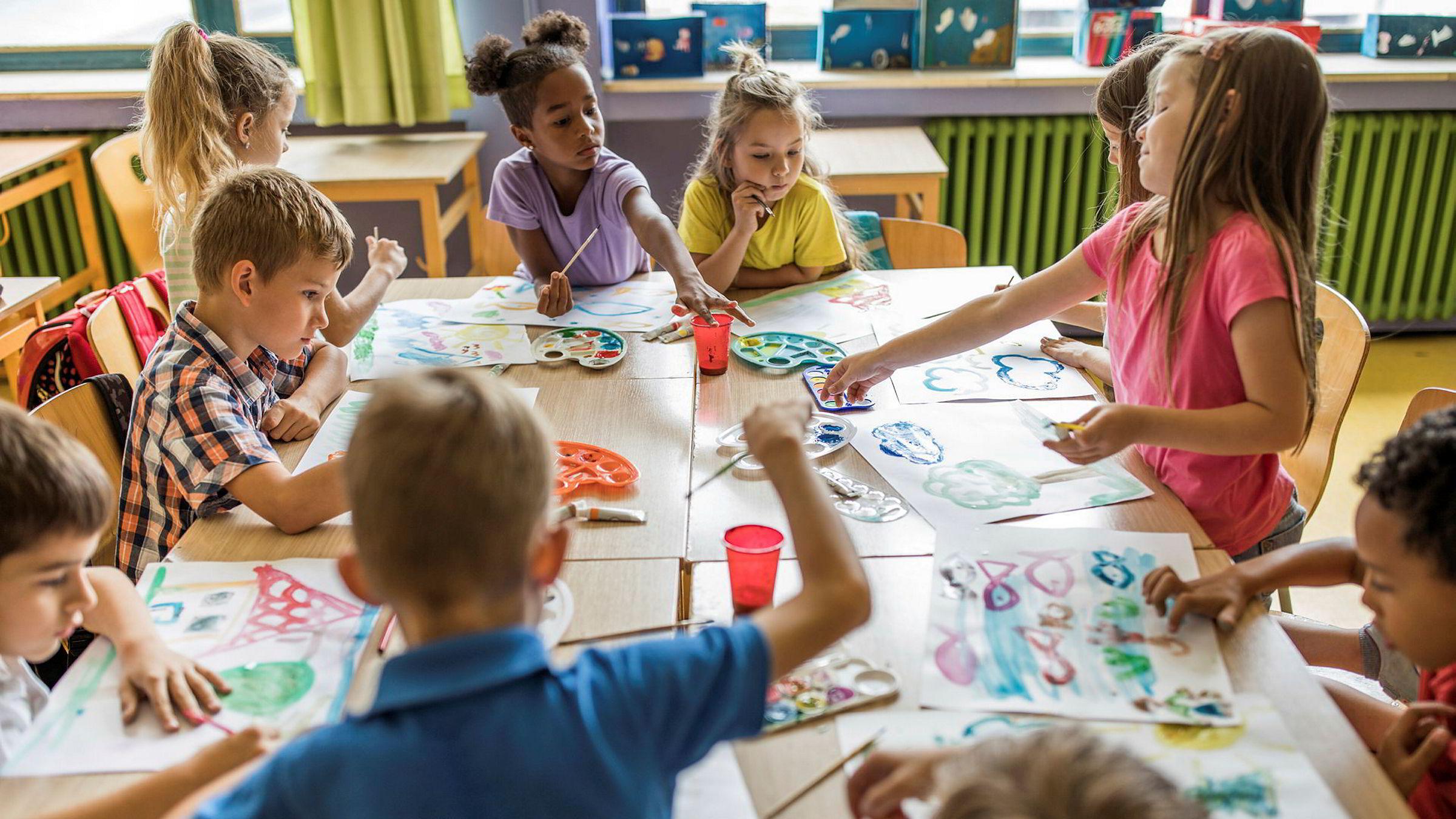 I estetiske fag bidrar til at barn blir kjent med og får utvikle sin egen kreativitet og skaperglede. De får prøve og feile, oppleve at øving gir mestring. De får utforske forskjellige følelser, samt lære seg å visualisere og uttrykke tanker og ideer, skriver Mari Rege i kronikken.