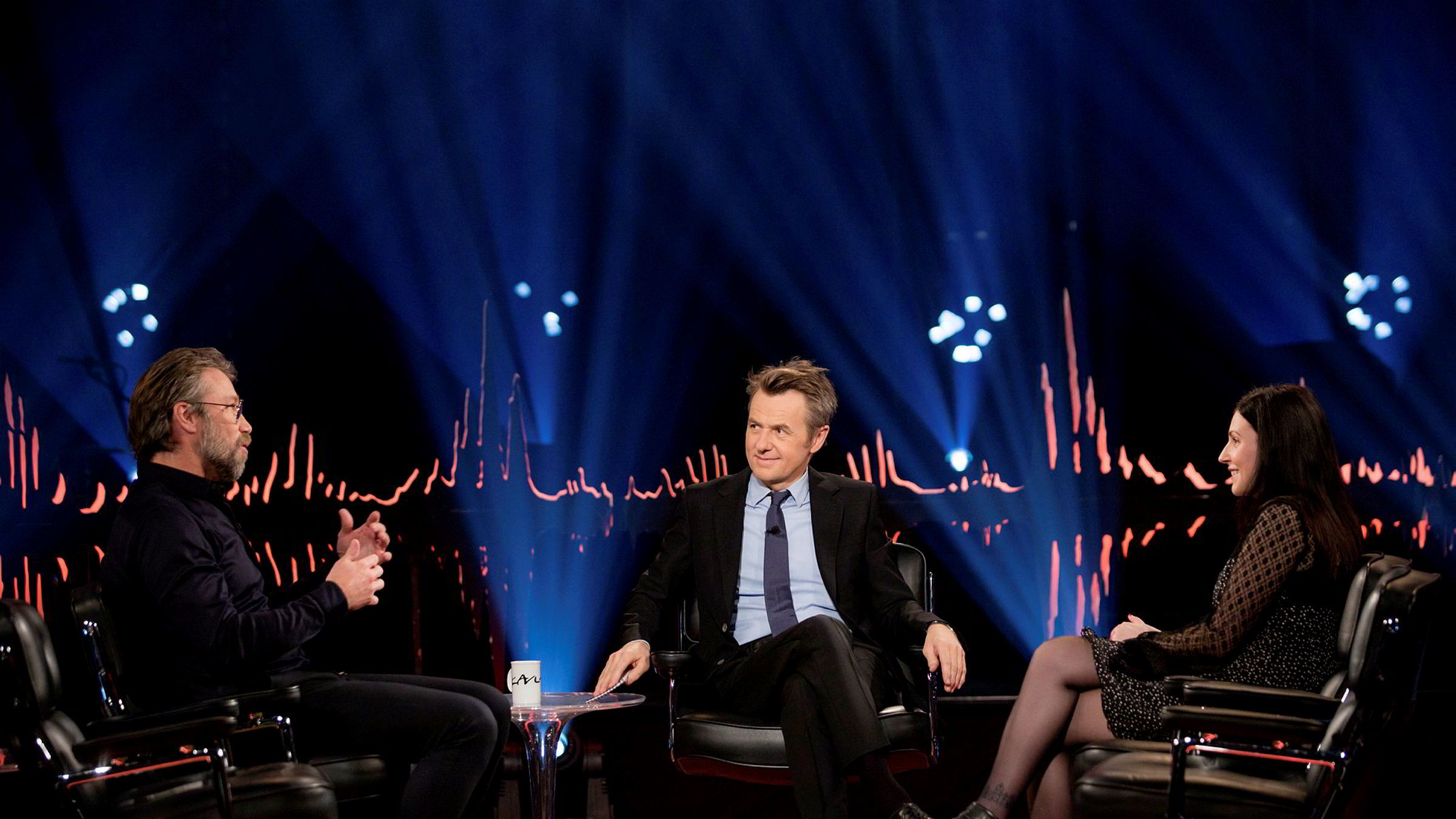 Skavlan: Den svenske hockeylegenden Peter Forsberg og den svenske komikeren Nour El Refai gjestet Fredrik Skavlans talkshow i desember 2019.