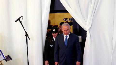 Israels statsminister Benjamin Netanyahu er i trøbbel.