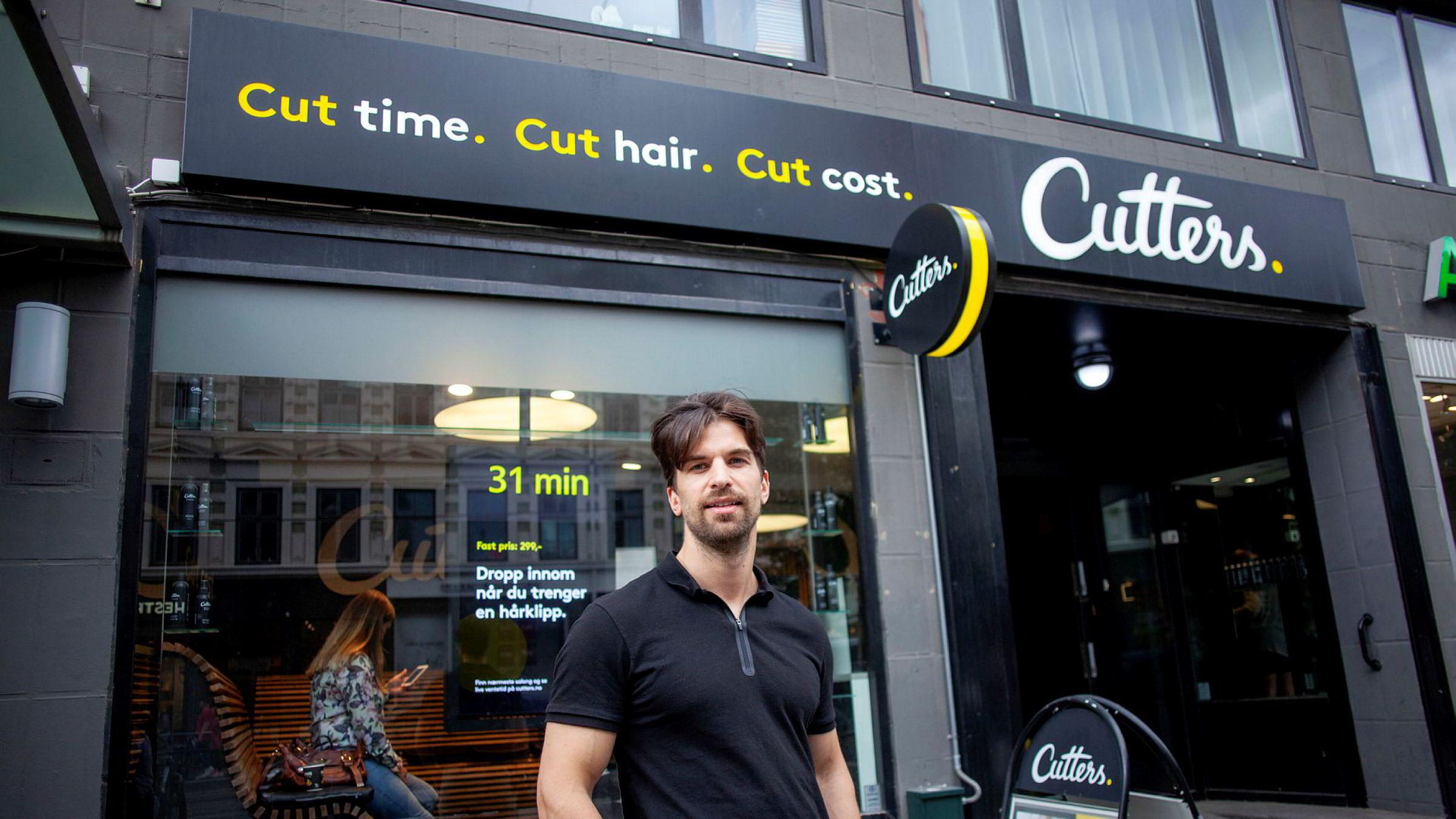 Gründer Kristian Solheim i frisørkjeden Cutters er sterkt kritisk til regjeringens kontantstøtteordning.