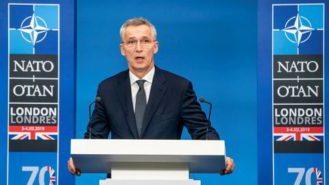 Jens Stoltenberg er vert for Natos forsvarsministermøte onsdag og torsdag. I motesetning til toppmøtet i London i desember, da dette bildet ble tatt, holdes denne ukens møte via video. Arkivfoto: Heiko Junge / NTB scanpix