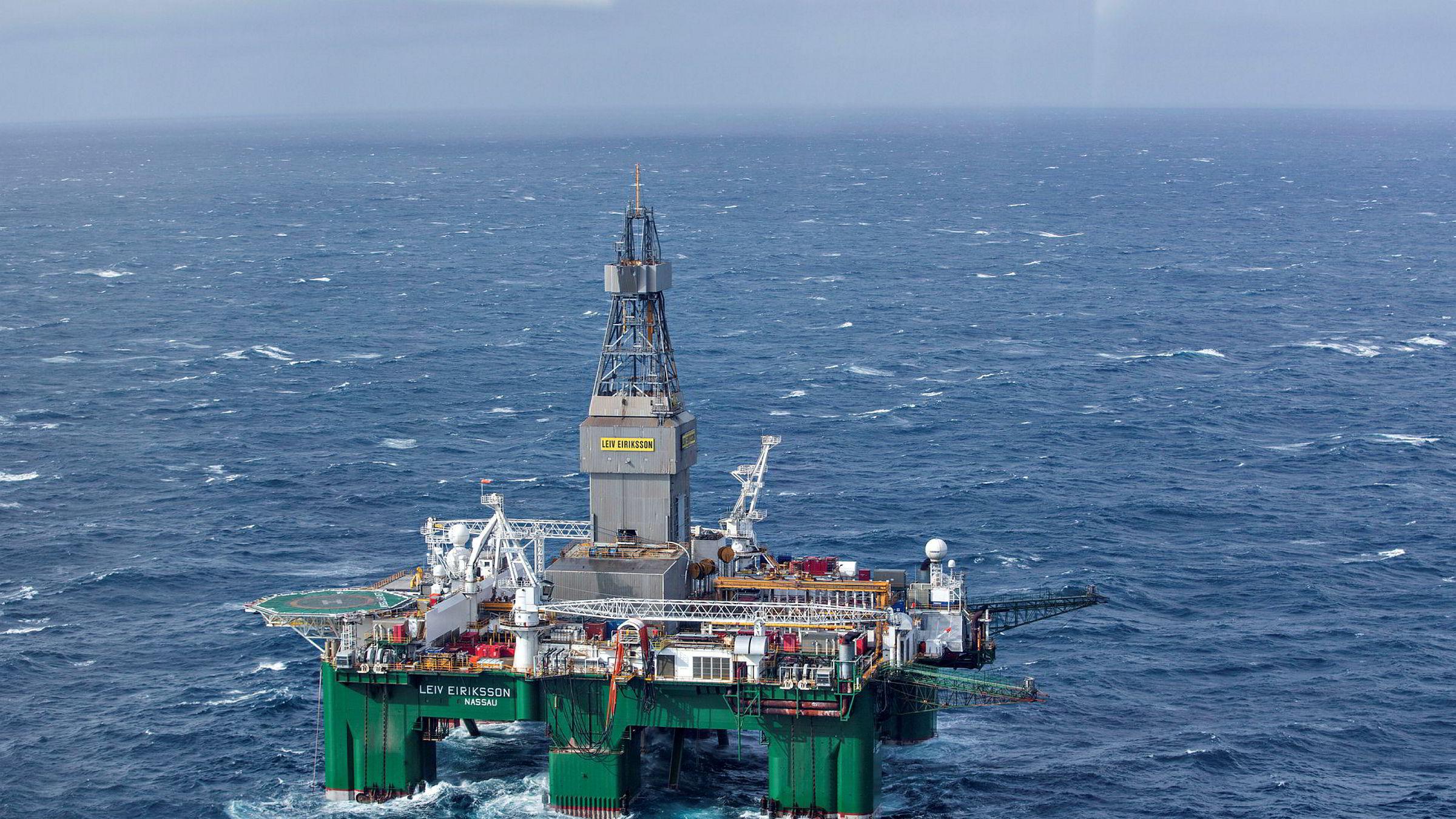 Hvis en global nedtur skulle føre til en nedgang i verdensøkonomien, med børsfall og lavere oljepris som konsekvens, kan Norge bli hardt rammet, skriver artikkelforfatteren. Her boreriggen Leiv Eiriksson i Barentshavet.