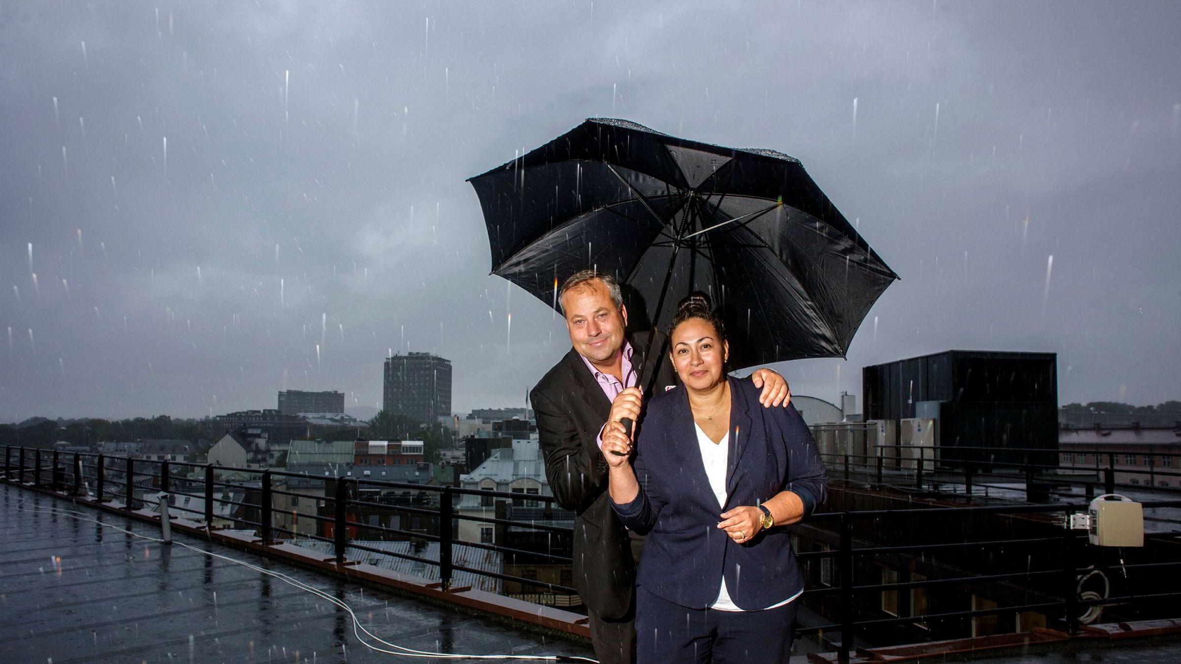 Forlegger Arve Juritzen og forlagssjef Sarah Natasha Melbye tror Juritzen forlag har lagt regnværsdagene bak seg.