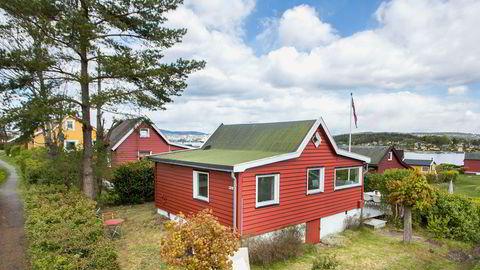 Denne 34 kvadratmeter store hytta midt på Nakholmen gikk 700.000 kroner over prisantydning og ble solgt for 4,2 millioner kroner.