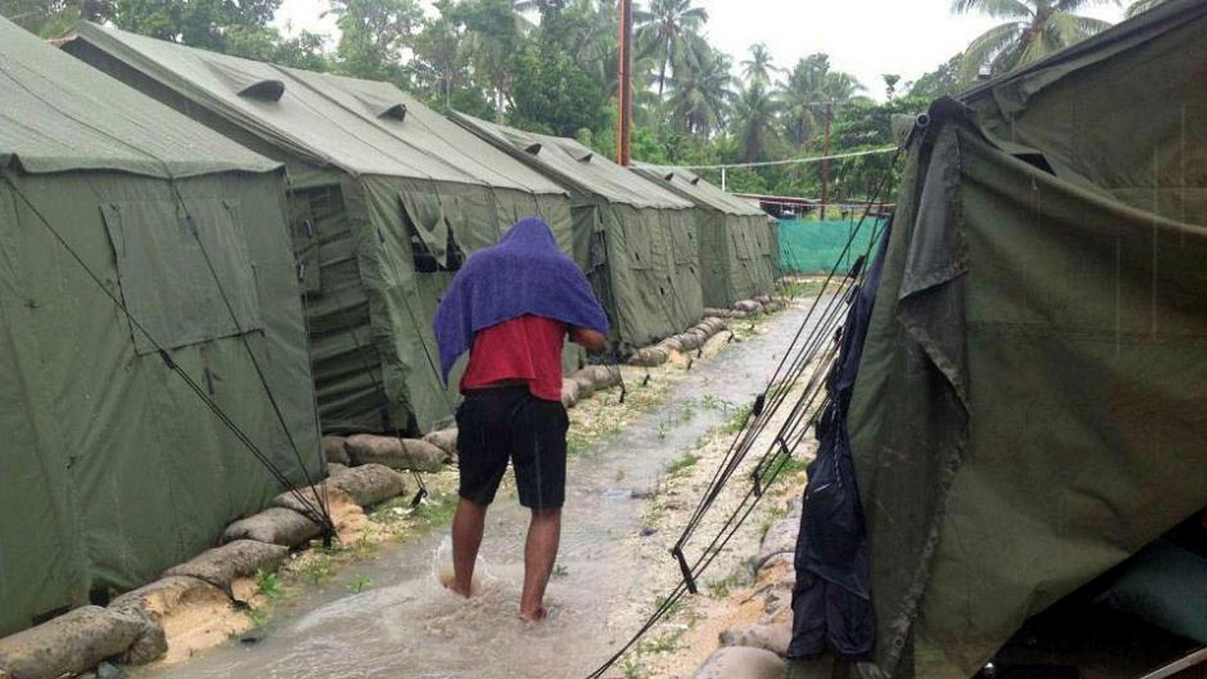 Australias asylsøker-leir på Papa Ny-Guinea skal stenges, men mange av beboerne ønsker ikke å forlate leiren i frykt for vold. Arkivfoto av leiren fra 2016.