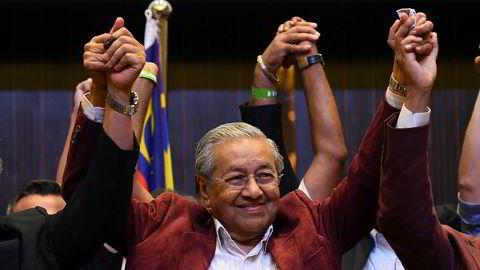 92-årige Mahathir Mohamad gjør et sensasjonelt comeback og vinner valget i Malaysia.