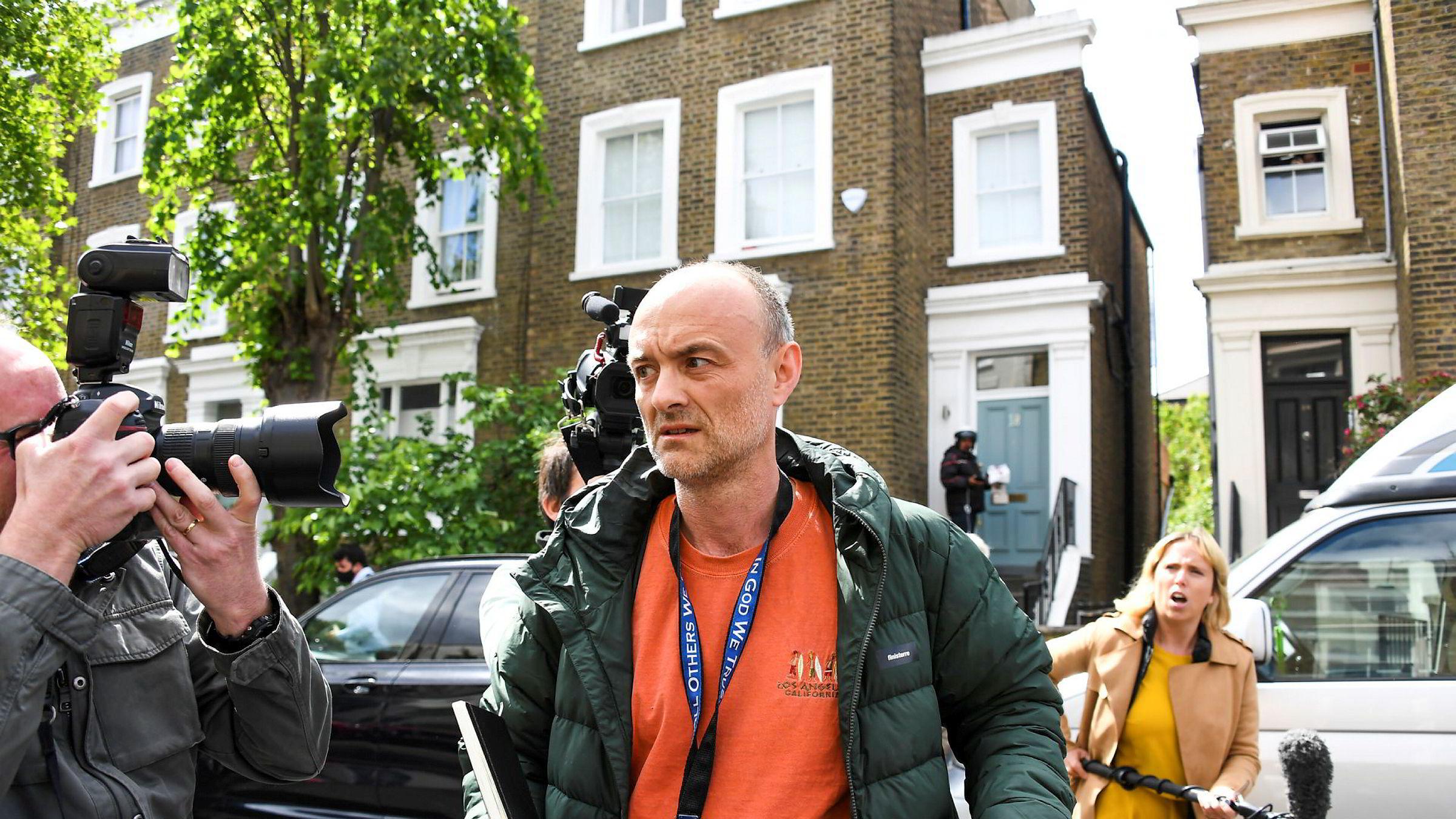 Boris Johnson har foreløpig lagt en beskyttende politisk hånd over rådgiver Dominic Cummings, men nå ligger det an til at rådgiverens karantenebrudd blir en politisak.