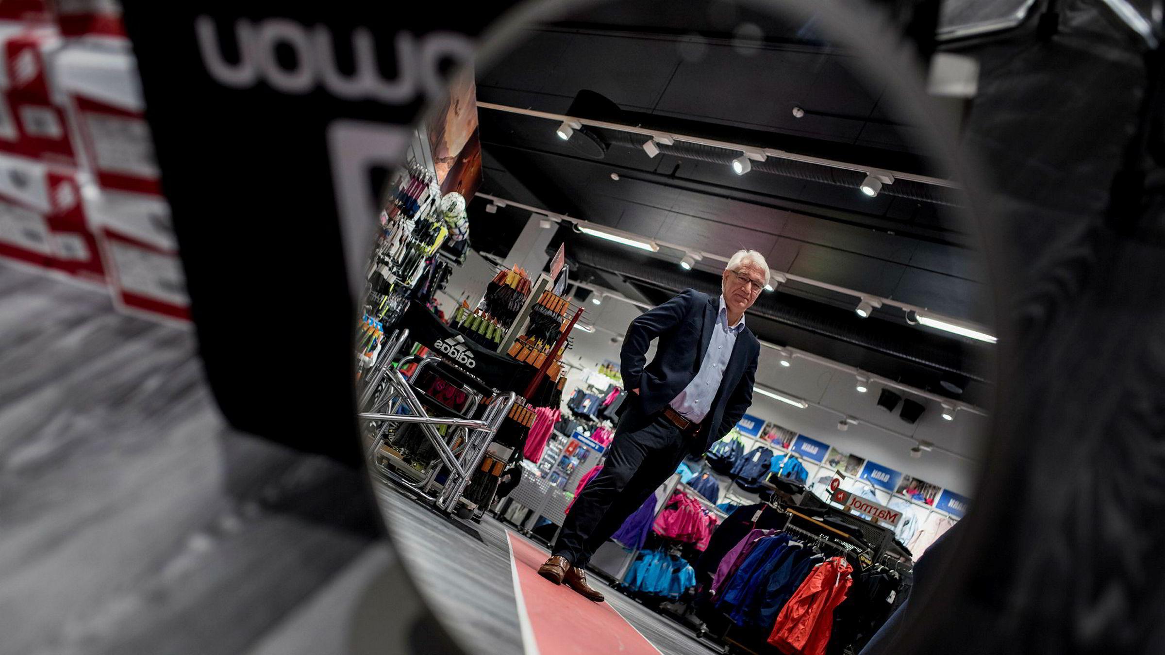 Sportsbransjen er en av bransjene som nå kan oppleve en ny korreksjon, ifølge handelsekspert Reidar Mueller. Som kjedesjef i MX-sport representerer Petter Bjørheim en liten aktør som blir utfordret av giganten XXL. Her besøker han butikken i kjøpesenteret Kilden i Stavanger.