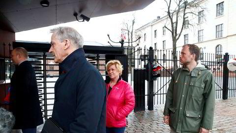 Jonas Gahr Støre, Trygve Slagsvold Vedum, Siv Jensen og Audun Lysbakken var på Statsministerens kontor søndag.
