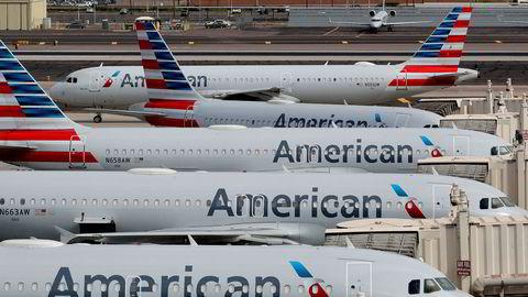 American Airlines sier til 25.000 av sine ansatte, om lag 20 prosent av arbeidsstyrken, at de kan komme til å miste jobben i oktober på grunn av en kraftig svikt i flyreiser.