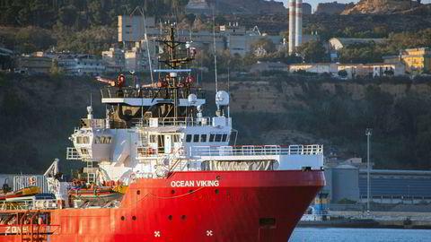 Redningsskipet Ocean Viking, her ved havn i Porto Empedocle, sør i Italia.