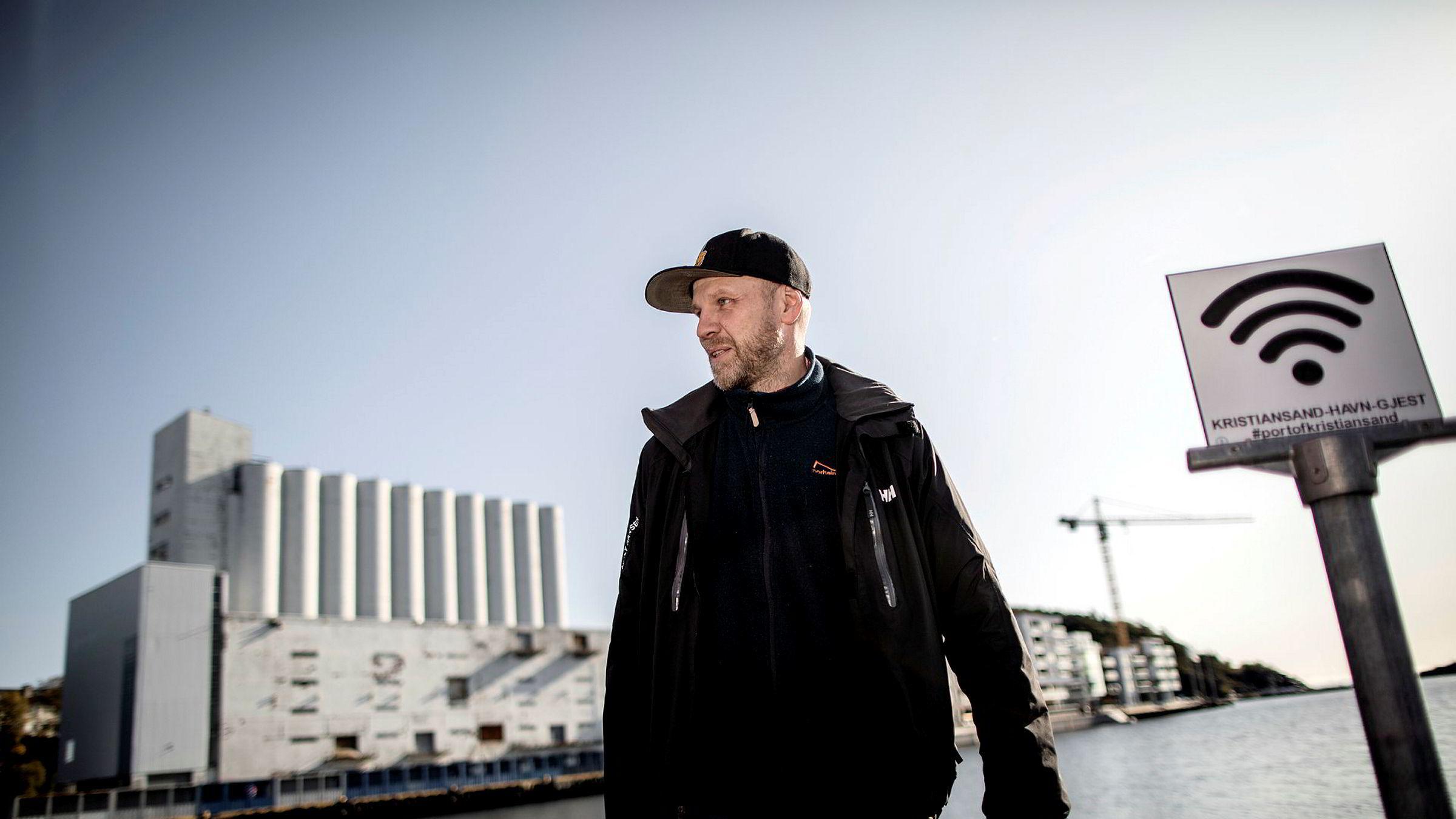 Tronn Hansen trakk seg som redaktør for den omstridte nettsiden Sørlandsnyhetene i mars i fjor. Nettsiden ble opprettet med kontroversen rundt den såkalte kunstsiloen som utgangspunkt.