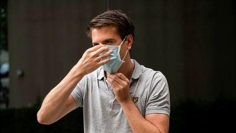 Administrerende direktør i Farmasiet, Hans Kristian Furuseth, tror prisene på munnbind vil falle i tiden fremover.