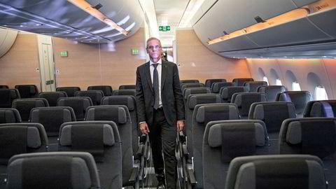 SAS-sjef Rickard Gustafson har sagt til de ansatte at kostnadskutt er nødvendig for å få eierne til å godta redningsplanen i selskapet. På tre dager må pilotene bli enige med ledelsen.