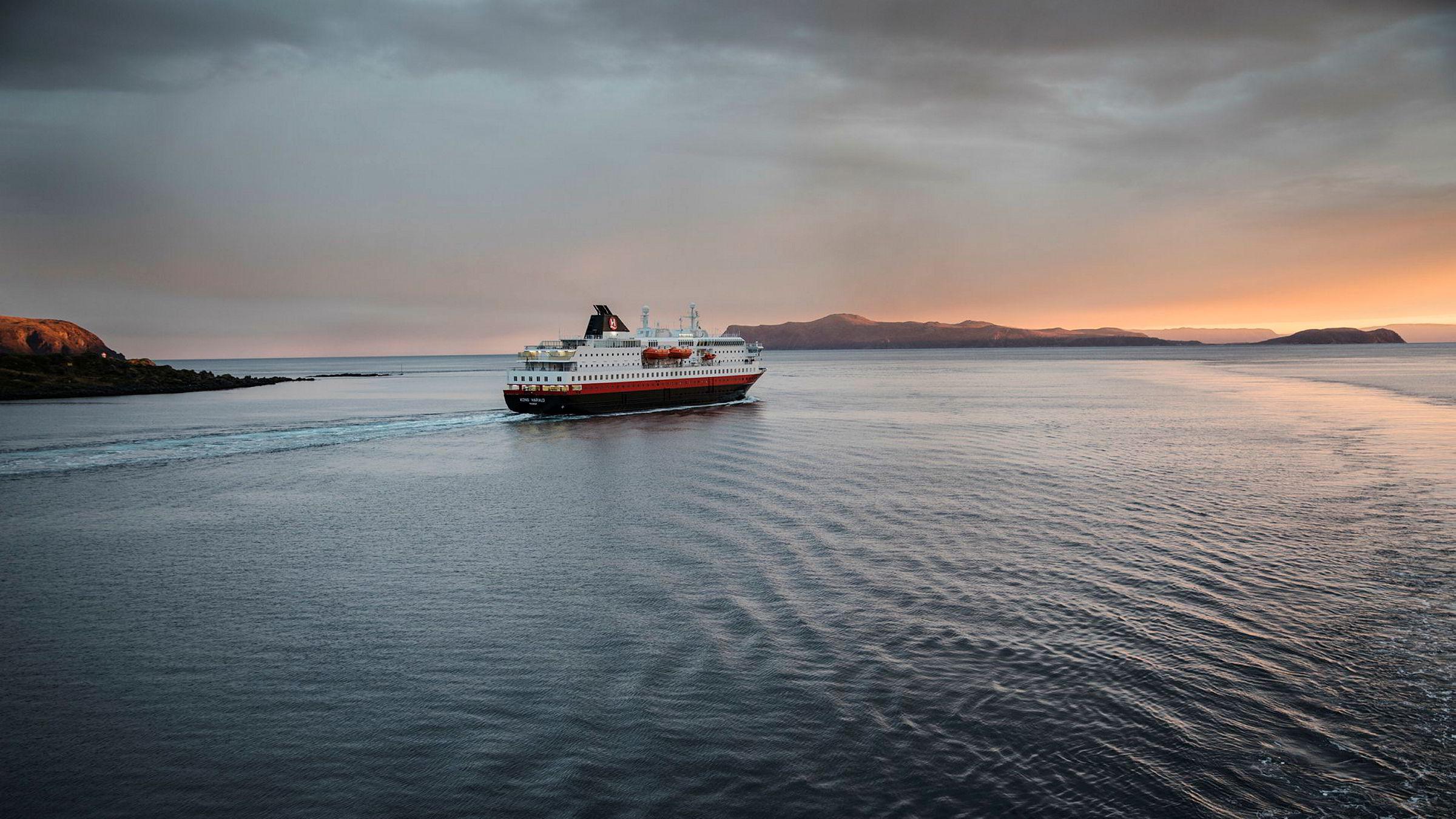 Hva slags båt med hva slags motor og miljøutslipp skal avløse denne? Zero, Bellona, politikere og maritime organisasjoner er i utakt om kystruteanbud.