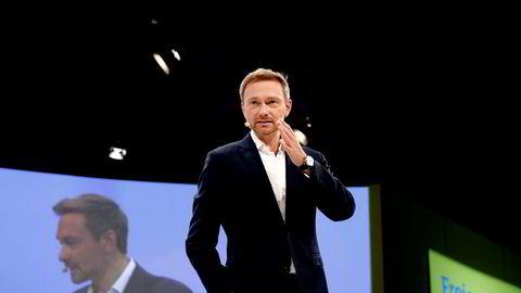 Den hurtigtalende Christian Lindner, leder for Fridemokratene (FDP), skiller seg i stil, alder og meninger fra valgkampens hovedpersoner.