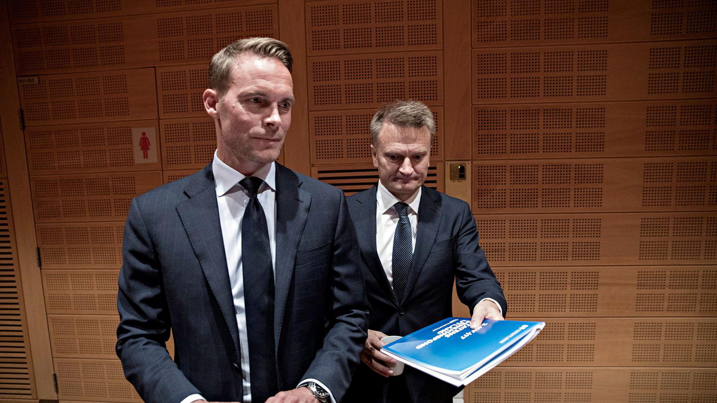 Trond Grande (til venstre), nestleder i Norges Bank Investment Management, har søkt jobben som ny oljefondssjef. Her er han sammen med visesentralbanksjef Egil Matsen.