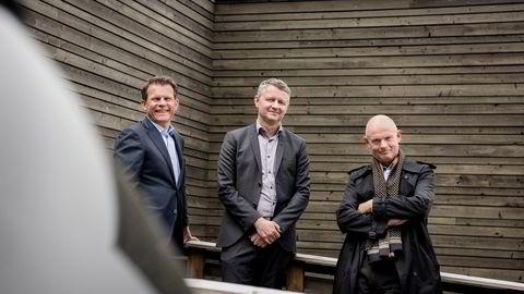 Malthus Uniteam selges for 1,4 milliarder kroner, og hovedeierne Bård Brath Ingerø (til venstre) i Reiten & Co og Ståle Kyllingstad (til høyre) kan glise fornøyd. Bildet er tatt ved fusjonen mellom Malthus og Uniteam i 2017. Tidligere daglig leder Arild Ollestad i midten.