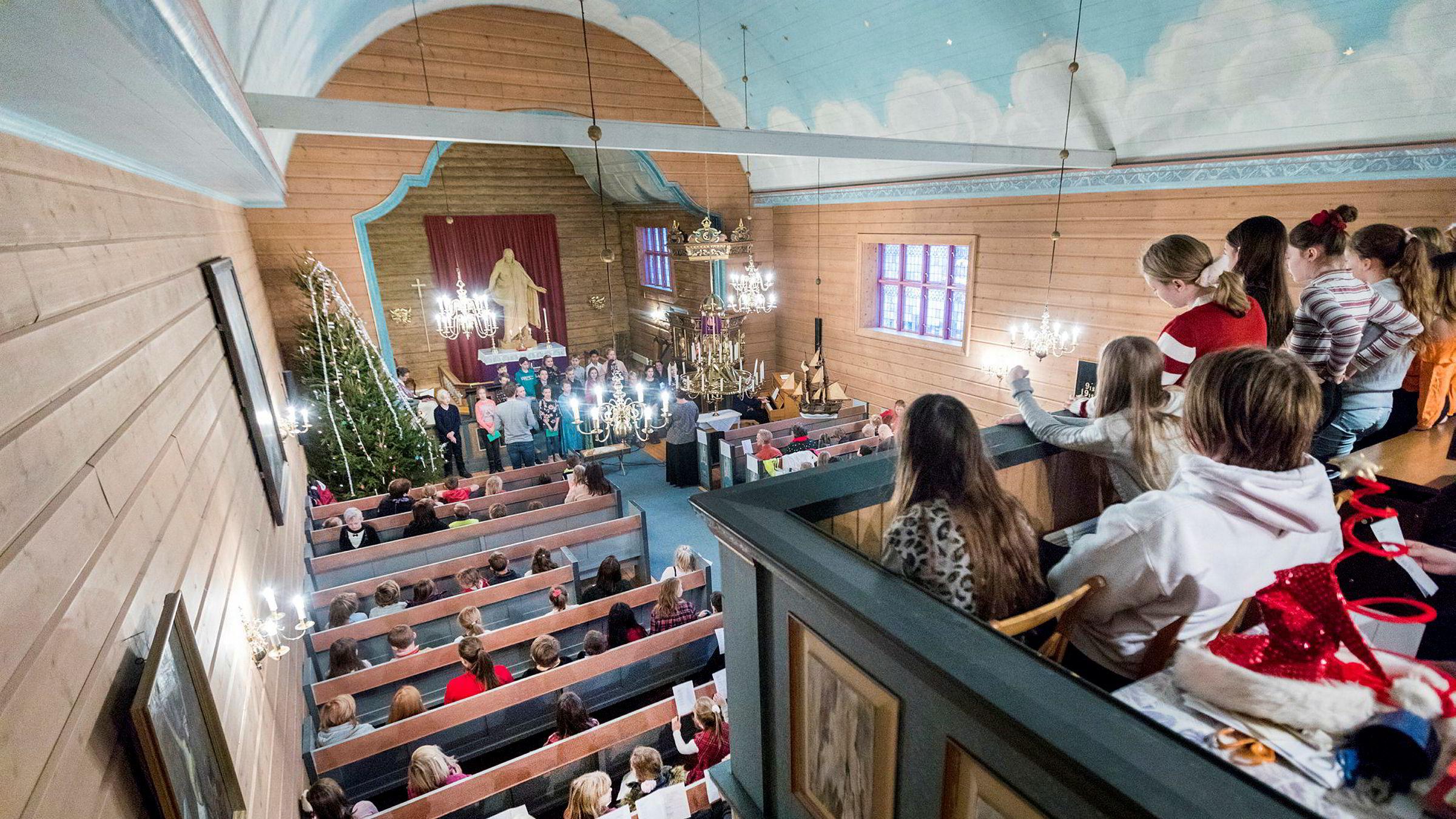 Det er et paradoks at kirkens rolle i sivilsamfunnet er langt mer synlig i land som Polen og USA, som ikke har noen statsfinansiert semioffisiell kirke. Bildet er fra en skolegudstjeneste i Leinstrand kirke i desember 2018.